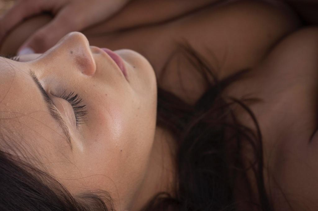 睡眠の質 美肌効果  ホルモンバランス  CBDスキンケア CBDオイル  オーガニックスキンケア